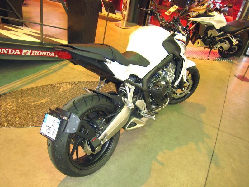 Support de plaque ACCESS DESIGN ''ras de roue'' noir Honda CB650F