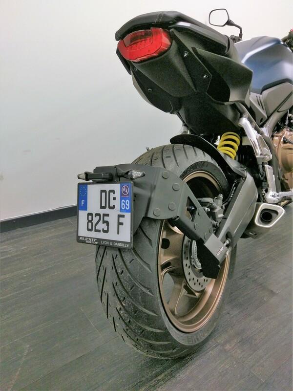 Support de plaque ACCESS DESIGN ''ras de roue'' noir Honda CB650R