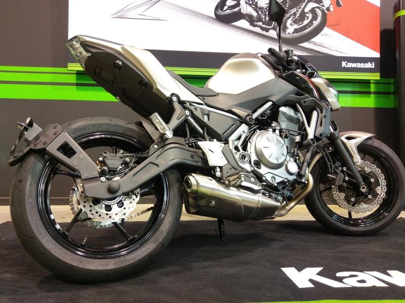 Support de plaque ACCESS DESIGN ''ras de roue'' noir Kawasaki Z650