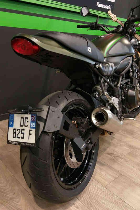 Support de plaque ACCESS DESIGN ''ras de roue'' noir Kawasaki Z900RS