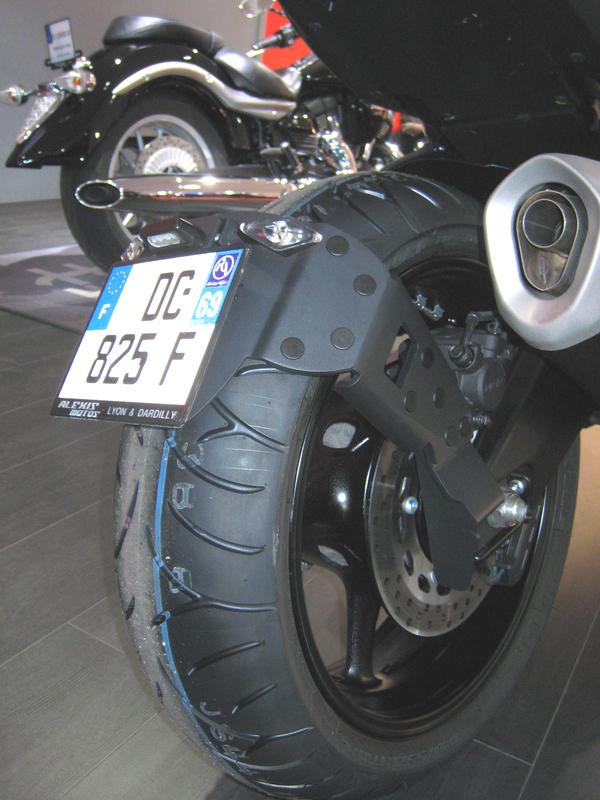 Support de plaque ACCESS DESIGN ''ras de roue'' noir Yamaha FZ1/FZ8