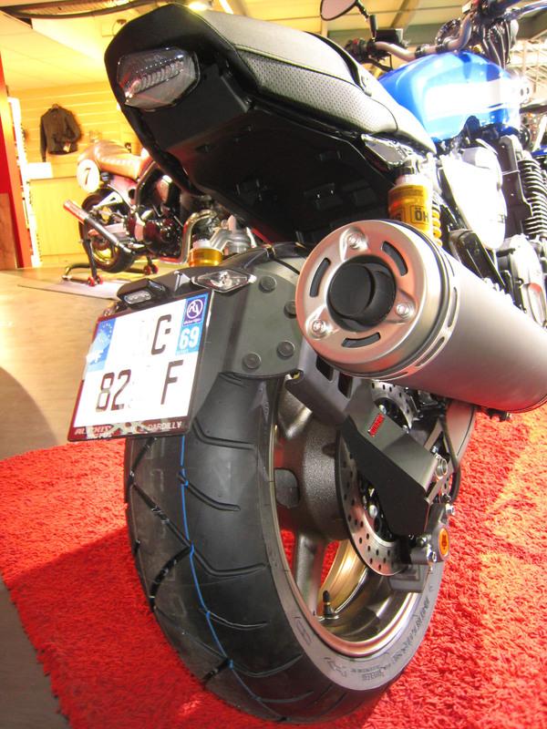 Support de plaque ACCESS DESIGN ''ras de roue''  noir Yamaha XJR1300