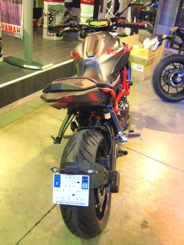 Support de plaque ACCESS DESIGN ''ras de roue'' noir Yamaha MT-07