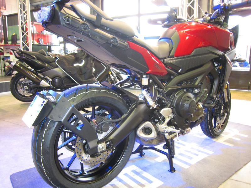 Support de plaque ACCESS DESIGN ''ras de roue'' noir Yamaha MT-09