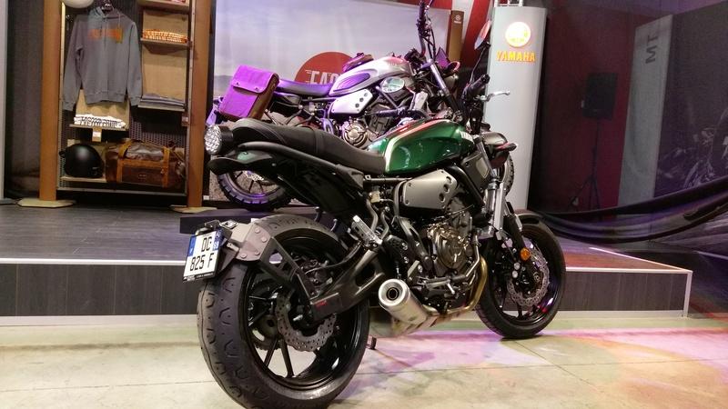 Support de plaque ACCESS DESIGN ''ras de roue'' noir Yamaha XSR700