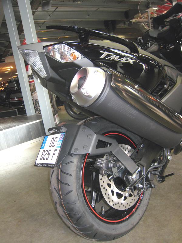 Support de plaque ACCESS DESIGN ''ras de roue'' noir Yamaha T-Max 530