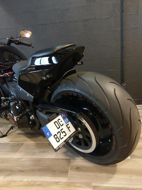 Support de plaque ACCESS DESIGN latéral noir Harley Davidson FXDR114