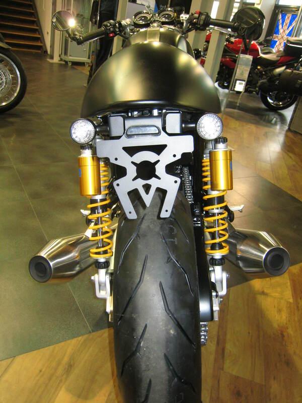 Support de plaque ACCESS DESIGN passage de roue noir Triumph Thruxton 1200